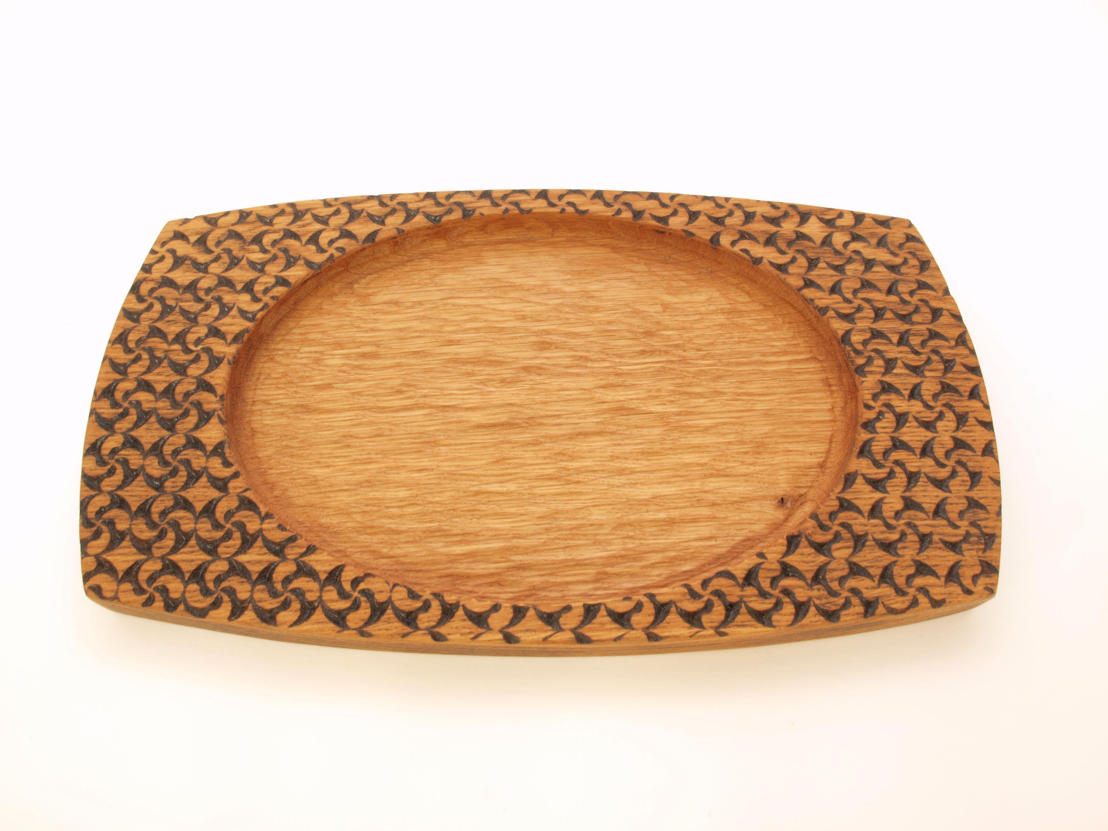 Bandeja tallada en madera de roble