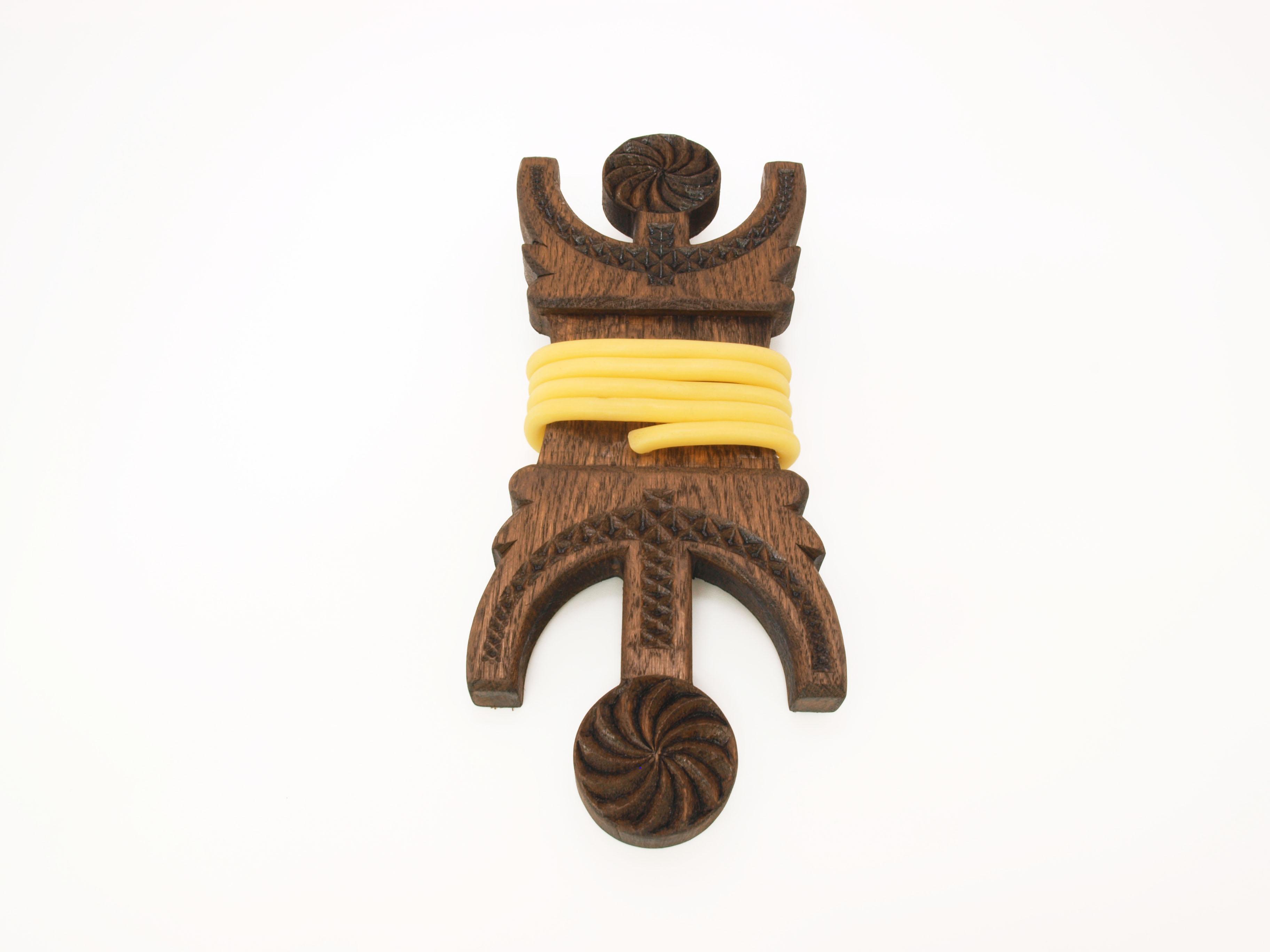 Argizaiola tallada en madera de roble