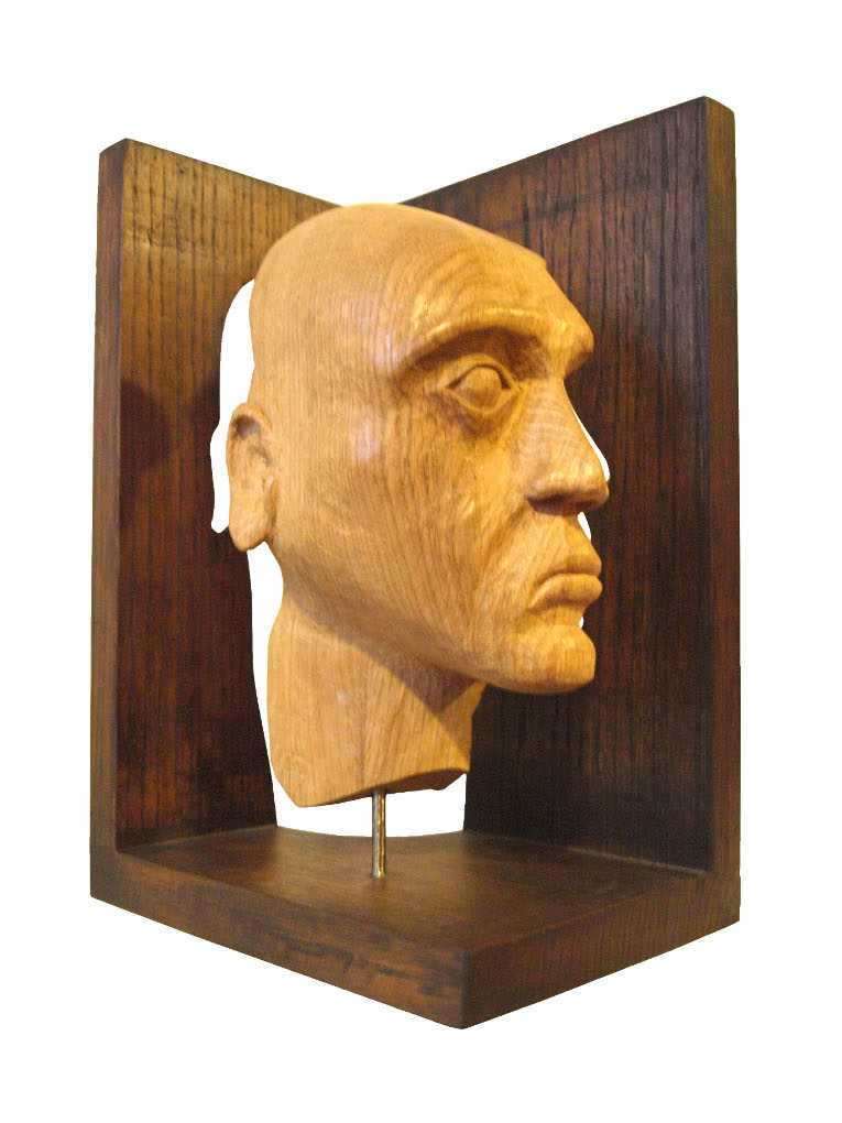 Busto tallado en madera de roble