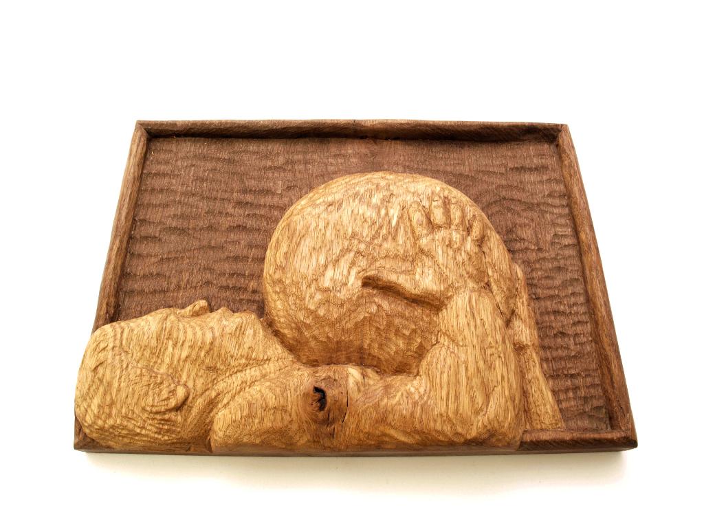Relieve de harrijasotzaile tallado en madera de roble