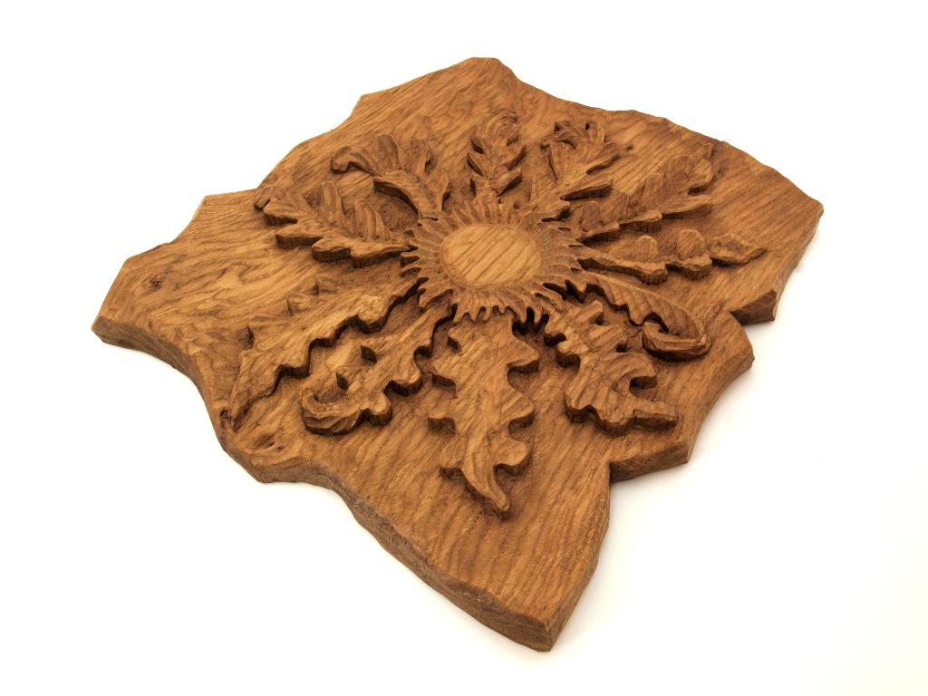 Eguzkilore tallado en madera de roble en altorrelieve